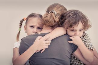 Тревожная, опекающая, «мертвая» мать. Как понять, что вы плохо влияете на детей?