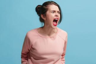 «Как вы все меня бесите!» Психолог и эндокринолог раскрывают причины раздражительности